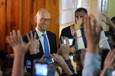 Яценюк пропонує обирати директорів шкіл
