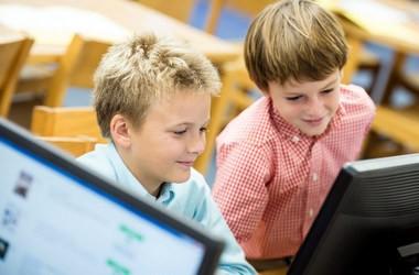 Українські школи мають один комп'ютер на 27 учнів