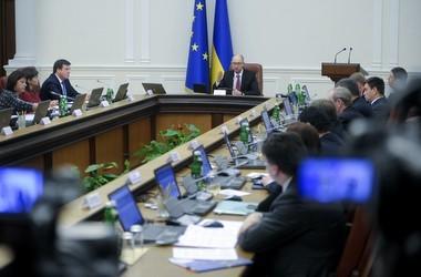 Яценюк вирішив розібратись з платним доступом до ЄДЕБО