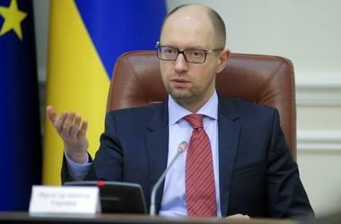 Яценюк обіцяє опорним школам щедре фінансування