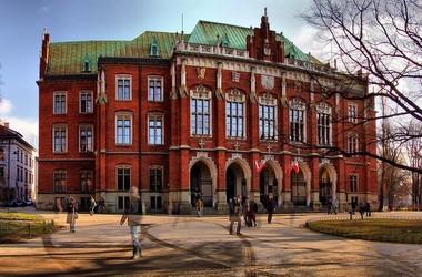 Навчання в ТОП-вишах Польщі стає доступнішим