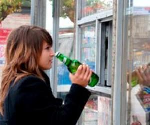 Прокуратура вимагає позбавлення ліцензій за продаж алкоголю дітям
