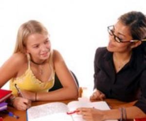 Репетитор або курси з англійської мови