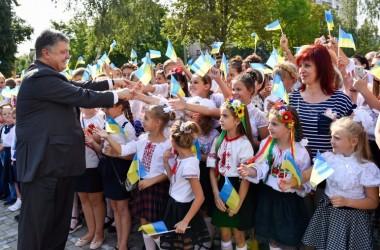 Порошенко пообіцяв 520 млн на перенавчання вчителів