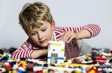 Першачки отримають набори LEGO безкоштовно