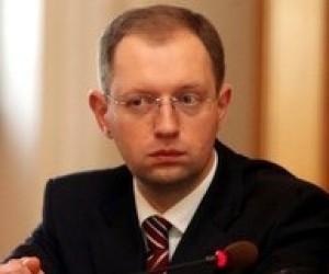 Яценюк: Україна не може калькувати освітні системи інших країн
