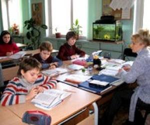 У школах 7 областей та Криму повністю відновлено навчальний процес