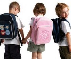 В каком возрасте идти в школу или портфель таки больше!