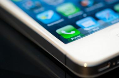 У ВР пропонують заборонити мобільні телефони у школах