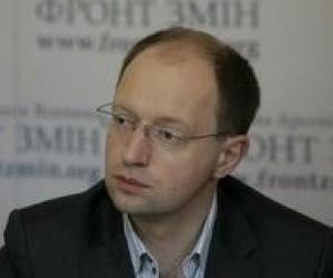 Яценюк проти втручання політиків у зміст шкільних підручників