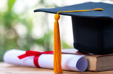 В Україні затверджені нові форми дипломів про вищу освіту