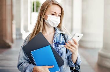 Учасникам ЗНО варто взяти ручки та маски