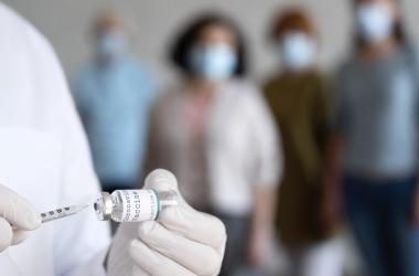 МОН і МОЗ доручено прискорити вакцинацію освітян