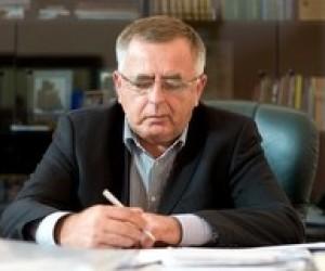 Януковича просять скасувати платні послуги для студентів