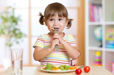Як навчити дитину принципам здорового харчування